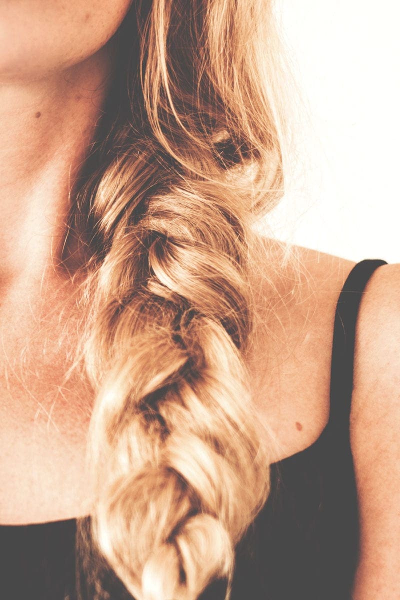 HOW TO DO AN EASY FISHTAIL BRAID