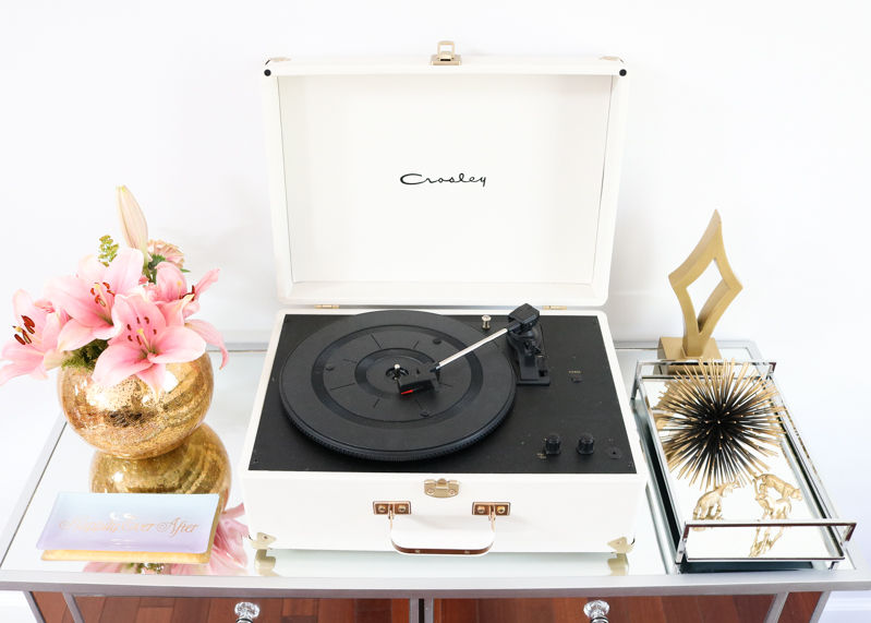 Gold Decor Entryway, How to style an entryway, Simply Sabrina Home, Entryway styling, gold home decor, urban outfitters crosley record player