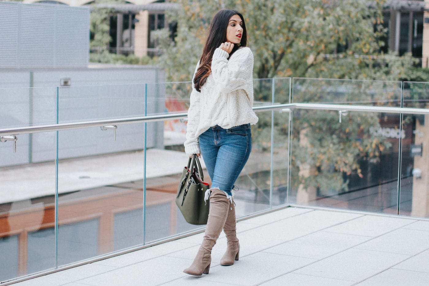 3 TIPS FOR WEARING A CHUNKY SWEATER